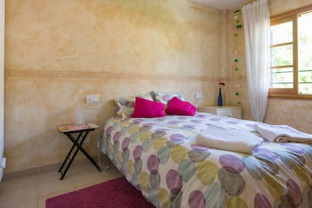 Lovely room + private bathroom - Esporles - Rekkehus