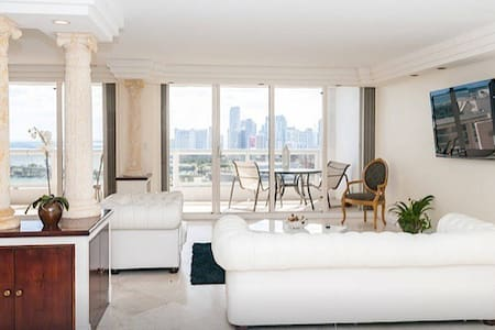 4155, penthouse huge 2/2 w/views !