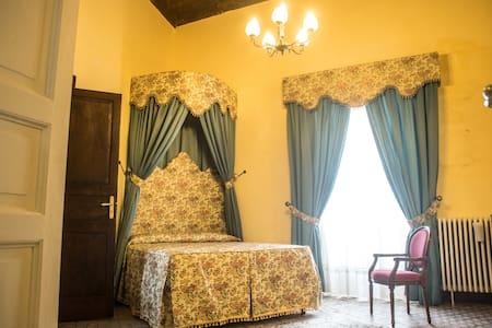 Castello di Caccuri: Suite Giulia - Caccuri - Kastil