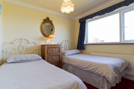 Twin Room with Ensuite - Renvyle - Bed & Breakfast