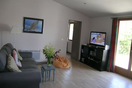 Apartment 15 mins from beach  - Appartement