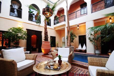 Riad Hadda Chambre Malika - House