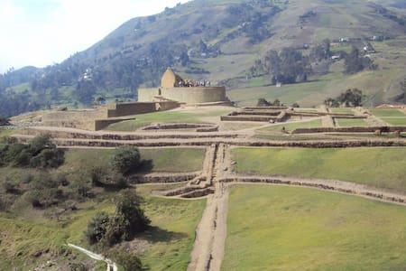 Ruinas Arqueologicas, fotografia   - Azogues - Dormitori compartit