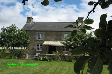 MONT SAINT MICHEL maison normande - Dům