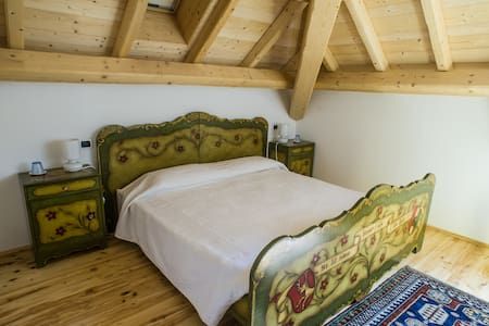 Bavarian room in the Dolomites - Trichiana - Bed & Breakfast