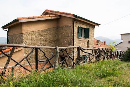 Ligurisches Steinhaus neben Alassio - Villa