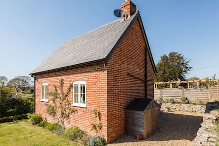 Detached self contained cottage. - Hampshire - House