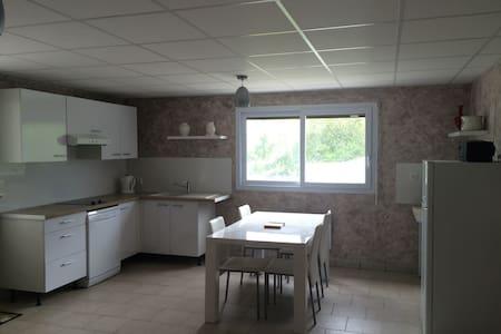 Appartement T2 dans grande maison - Wohnung