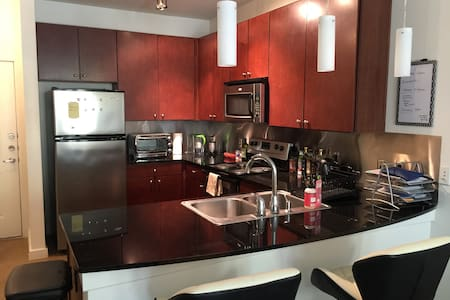 Amazing Austin Location + Spacious 1 Bedroom - Austin - Apartment
