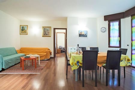 Huge apartment, can host up to 8 guests, the perfect destination for a large group of collegues or two families visiting the Expo.