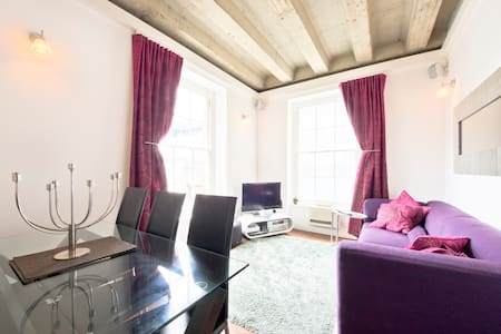 Quiet, Very Central 1 Bed Soho Flat - London