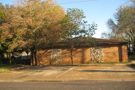 Eagle Ford Shale apartments - Dilley