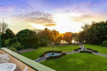 Luxury lifestyle mansion & garden - Ev