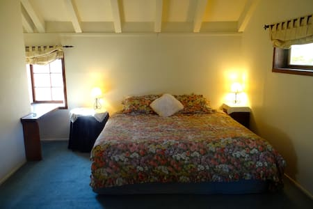 Our cosy double Tudor Room ! - Dunedin