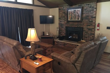 Relax in this Cozy 3 Bd 2 Ba - Galena - House