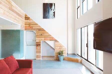 Big Bright Open Concept Loft Space - Vancouver - Apartment