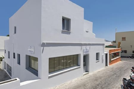 Cent stand suite htl in Fira