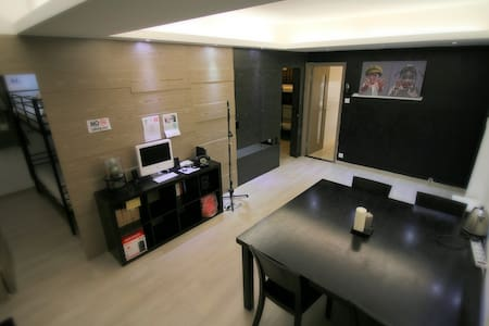This is a big 3 dormitory apartment operation by Urban Pack Hostel.Perfect for whole family or large group of travellers. Best location just steps away from TST MTR stn. All the local amenities (Supermarket/ restaurants/ bars) right on the doorstep.