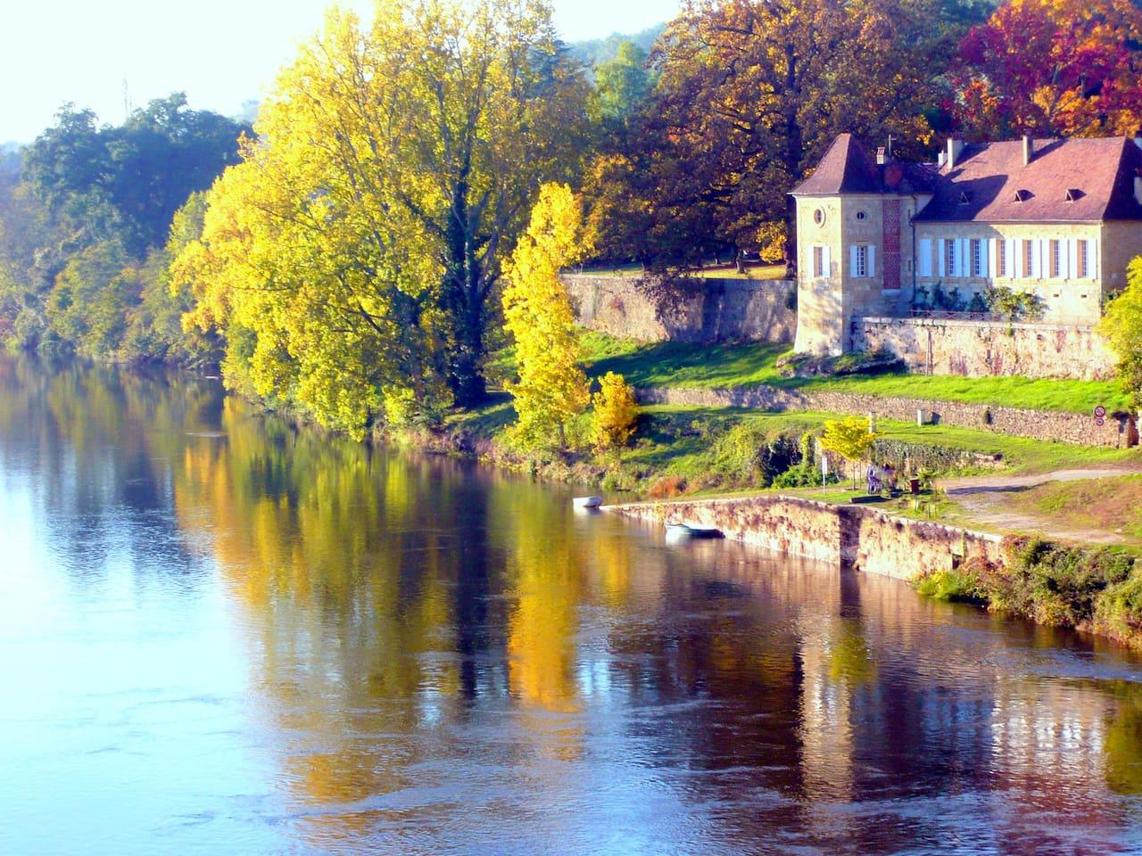 La Rebiere d'or vue du pont de Mouleydier'8 kms de Bergera