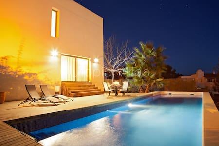 With modern design & decoration - Olivella