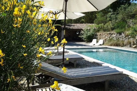 Very charming countryhouse Provence - Entrecasteaux - House