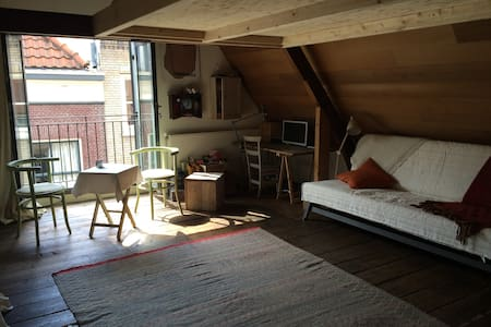 Beautiful loft in historic cottage - Den Haag