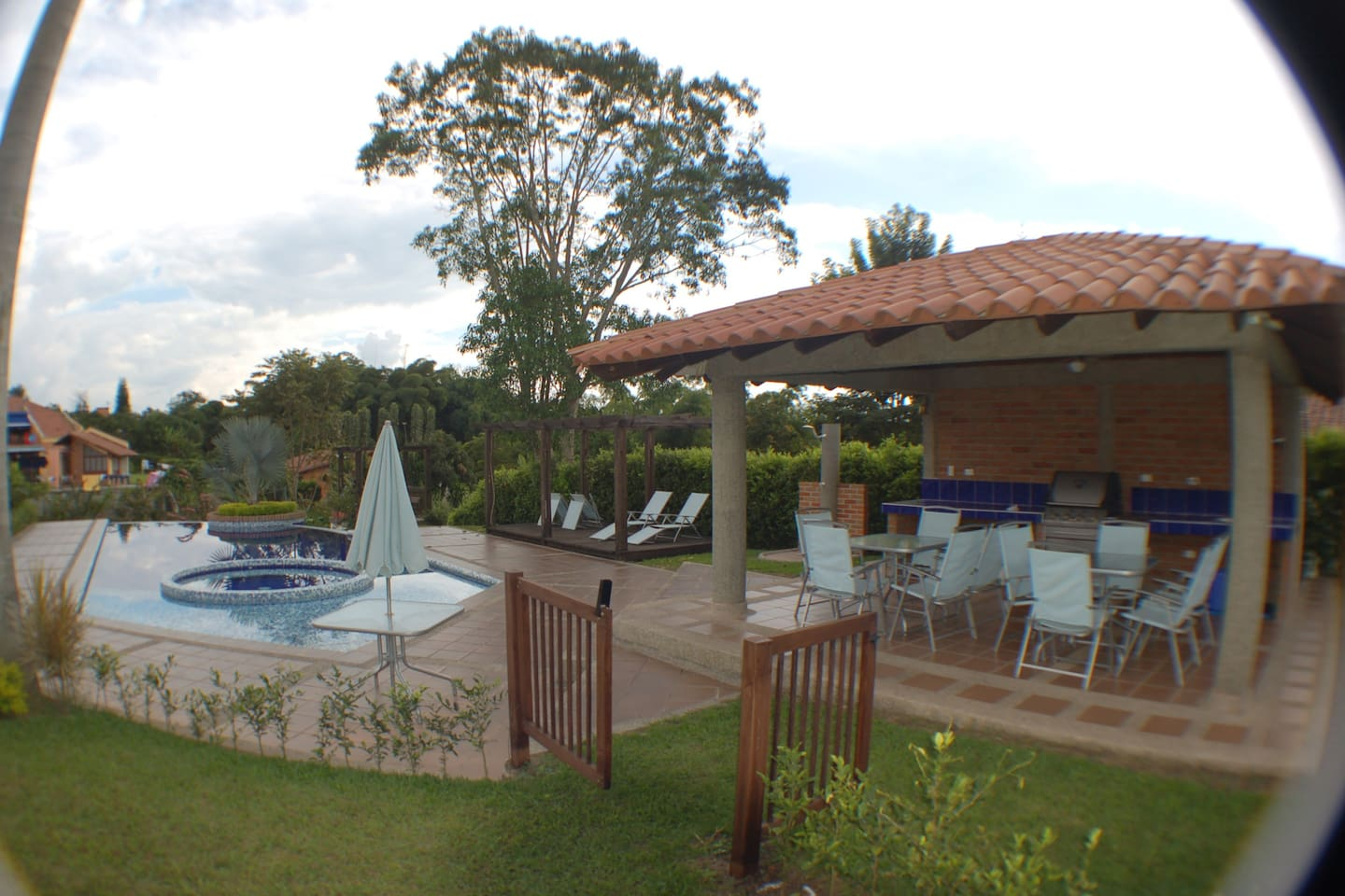 Kiosk, Grill, Rest area, Jacuzzi and Pool