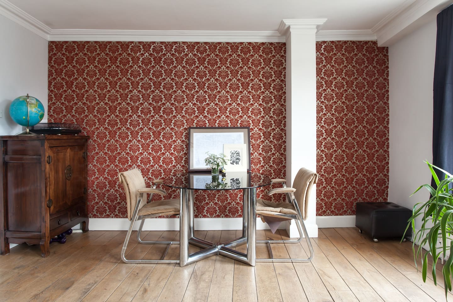 Artistic representation shot of the lounge dinner table (which is 2m long x 1m wide, just in case you can't see it). The flock wallpaper aims to blend the feel of a 70s curry house and a 60s London boozer ... (kidding!)
