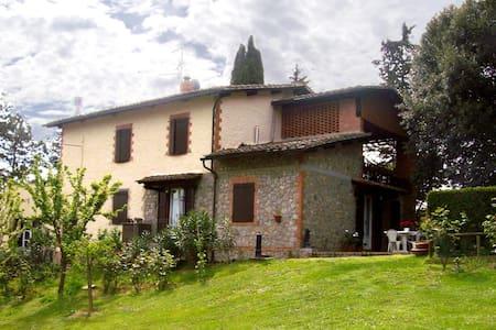 Relax among the flowers . - San Gimignano - Villa