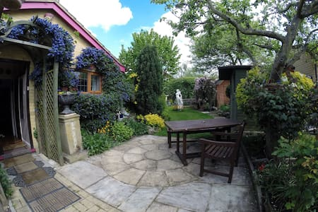 'Hobbit Hole' with champagne air! - Herne Bay - Bed & Breakfast