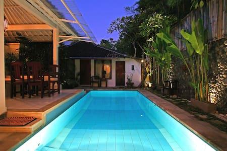 Nice room in the villa in Seminyak close to beach - Kuta - Villa