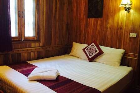 This is a standard double bedroom with 1 queen size bed for 2 people. This double bedroom has ensuite with aircon, ceiling fan, cable TV, unlimited wifi in the room.  We also have a lovely shared balcony with tea & coffee available 24/7.