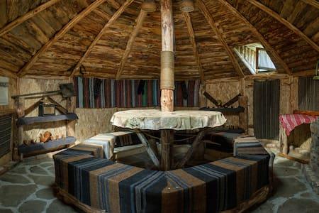 Yablanitsa Mountain Huts - 3 People - Hütte