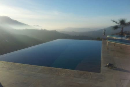 Infinity Pool Hacienda ThinkersINN1 - Bed & Breakfast