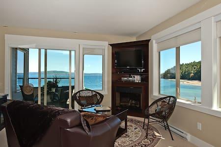 Oceanside Penthouse, 5 Star Beauty! - Ladysmith