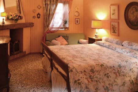 "Suite d'epoca ottocentesca confortevole ""Le Rose"" - Appartement"