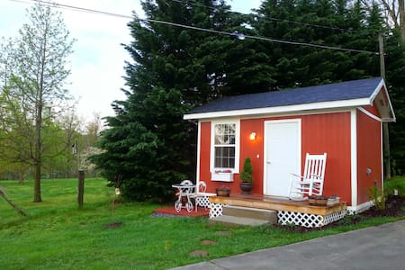 Lovely Cottage with Smoky Mtn views - Cabanya