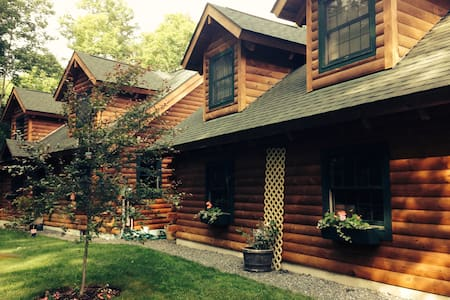 LOG HOME APT IN WOODSTOCK VILLAGE - Wohnung