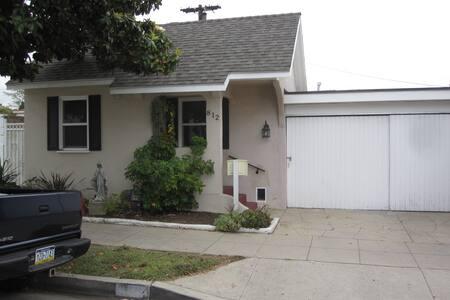 Cali Cottage in Glendale