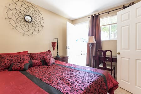 Moroccan Garden View w/ Queen Bed - Pico Rivera