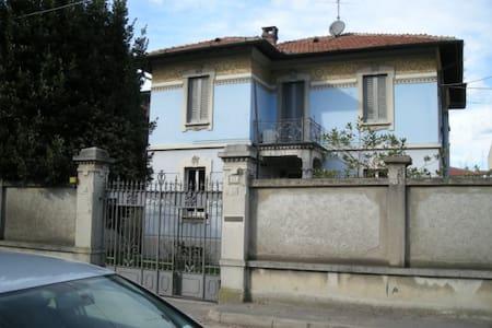 Rooms with kitchen in liberty villa - Abbiategrasso