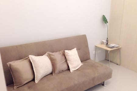 Clean & Cozy Condo with Wifi/Cable - Osakehuoneisto