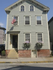 Newport Historic Hill Apartment - Newport - Appartamento