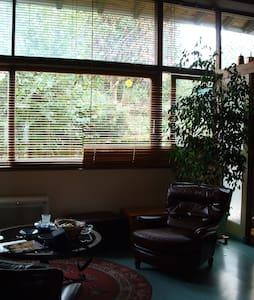 grand appartement dans maison privé - Neuville-sur-Ain - Rumah