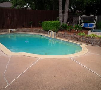Great 4 bedrooms with Pool, Hot Tub