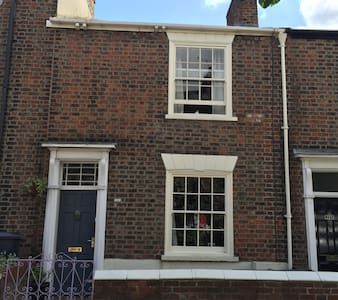 Cosy family home close to city centre & racecourse - York - Rekkehus