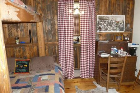 Bunkhouse near Cody and Yellowstone - Chalet