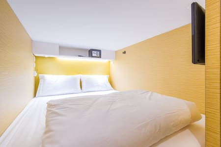 Matchbox Bangkok Hostel is a perfect place for solo explorers and group travellers.  Located in the heart of Bangkok, Sukhumvit 33, surrounded by everything you want to find in Bangkok.  Our concept of modern, friendly and fun is now ready to welcome