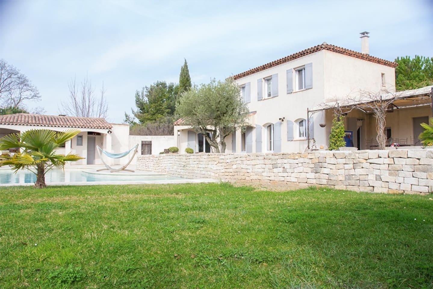 Belle villa piscine et pool house maisons louer aix en provence - Pool house provencal ...