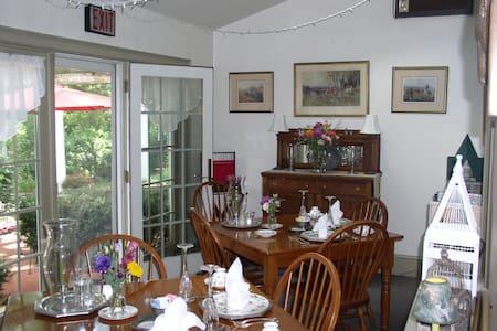 Country Inn - Bed & Breakfast